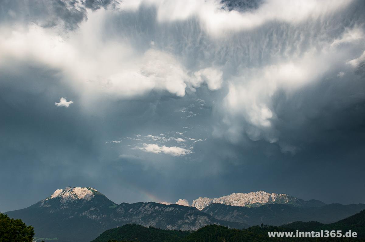 14.09.2015 - Gewitterzelle über dem Kaisergebirge