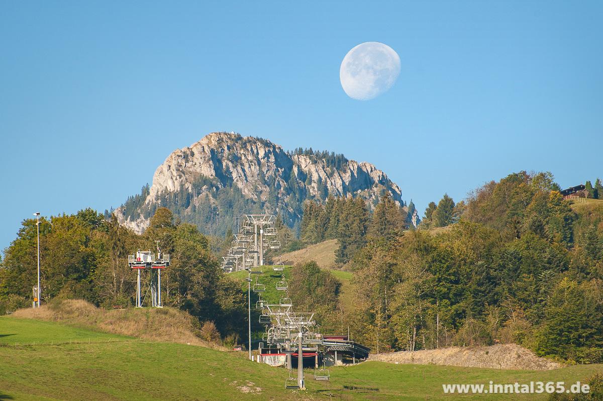 01.10.2015 - Hocheck und Brünnstein mit abnehmendem Mond.