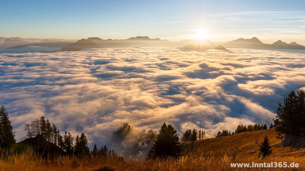 02.11.2015 - Sonnenuntergang über den Wolken
