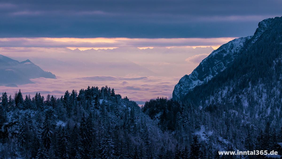 19.12.2015 - Am Mittagskopf (Pendling) mit Blick Richtung Feuerköpfl, Köglhörndl und Hundsalmjoch