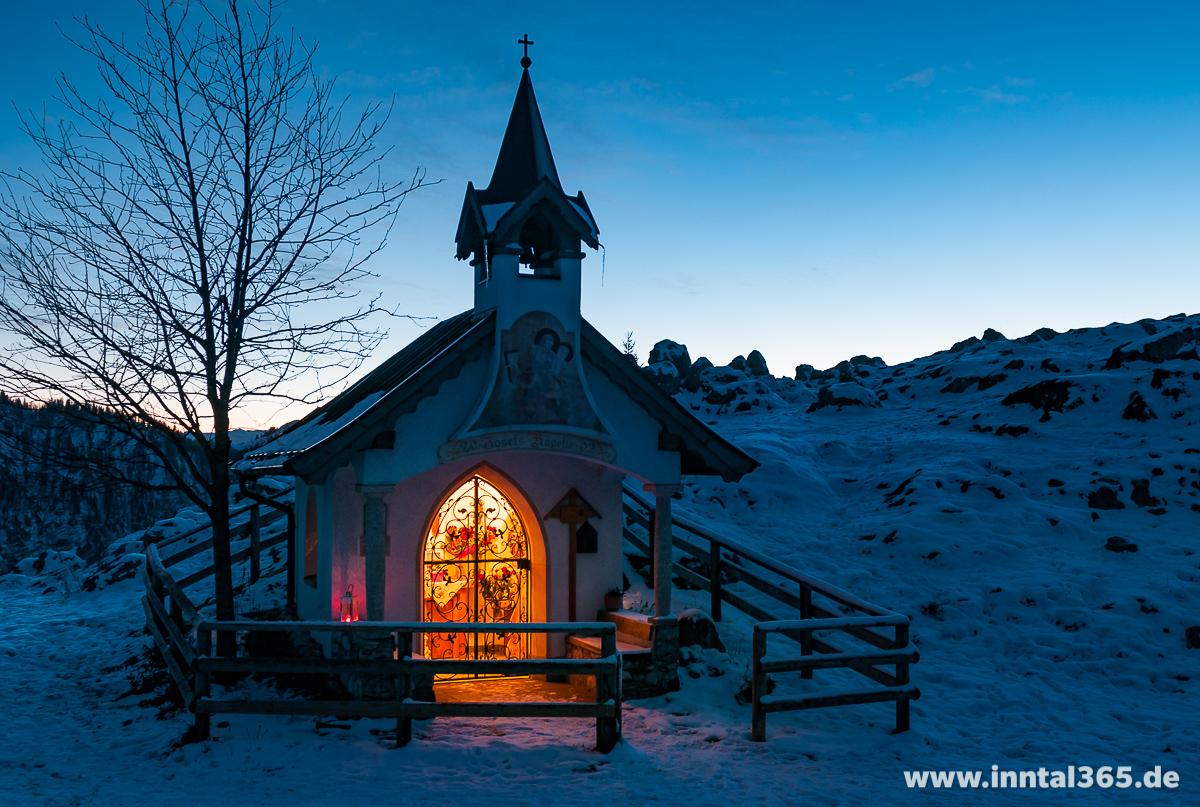 24.12.2015 - Frohe Weihnachten wünsche ich mit diesem Bild der Kapelle an der Ritzaualm