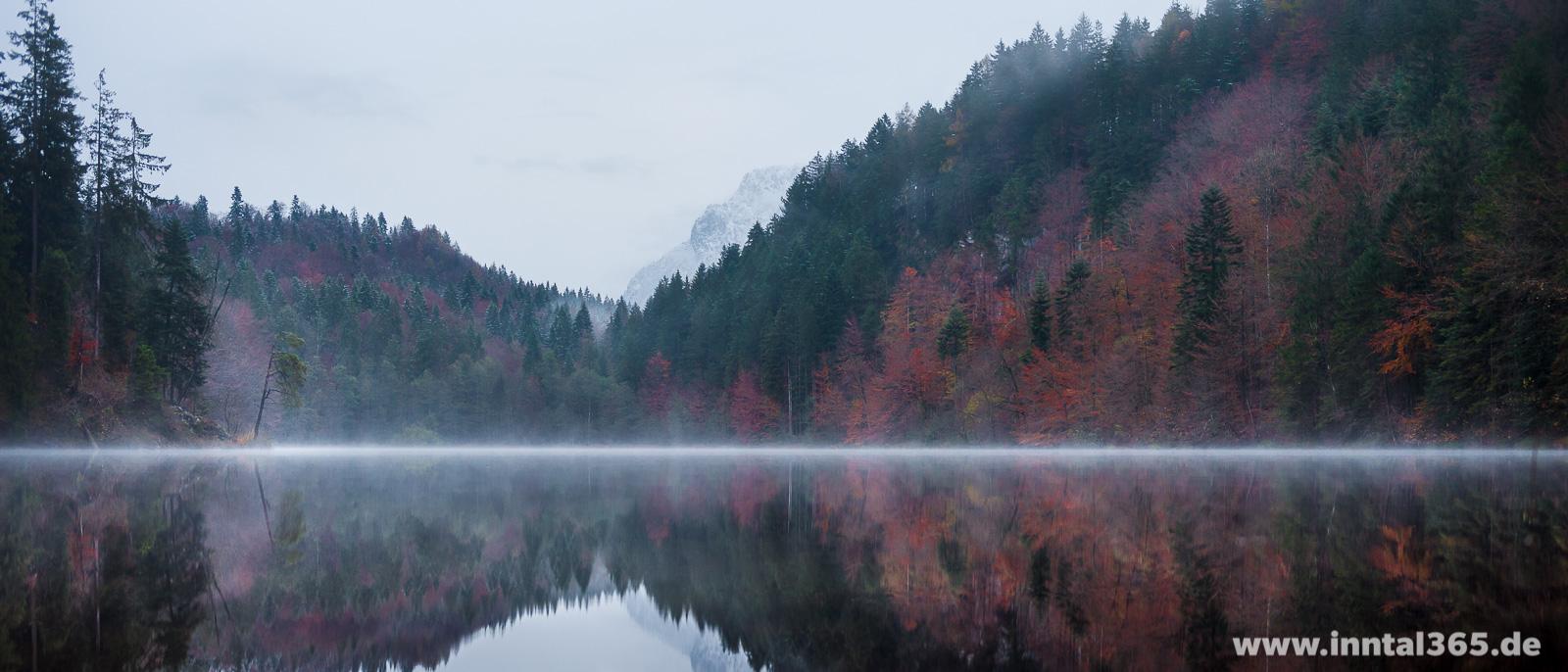 07.11.2016 - Der Längsee bei Kufstein bietet im Herbst immer schöne Motive - selbst bei schlechtem Wetter.